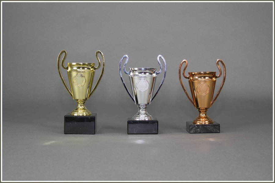 Helm-Pokale